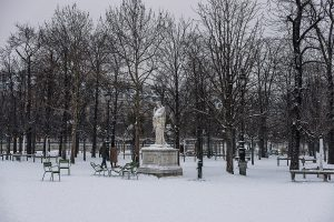 In Paris, the Tuileries garden is completely covered of snow.