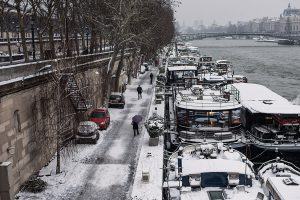 In Paris, the Quai des Tuileries and the moored barges are covered with snow .
