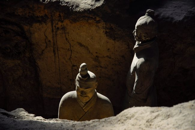 Two terracotta soldiers are found in the tomb of Qin Emperor in Xi'an.