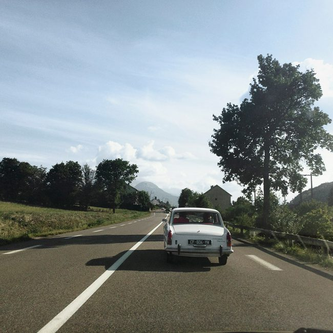 A Peugeot 404 is driving on the Napoleon Road.