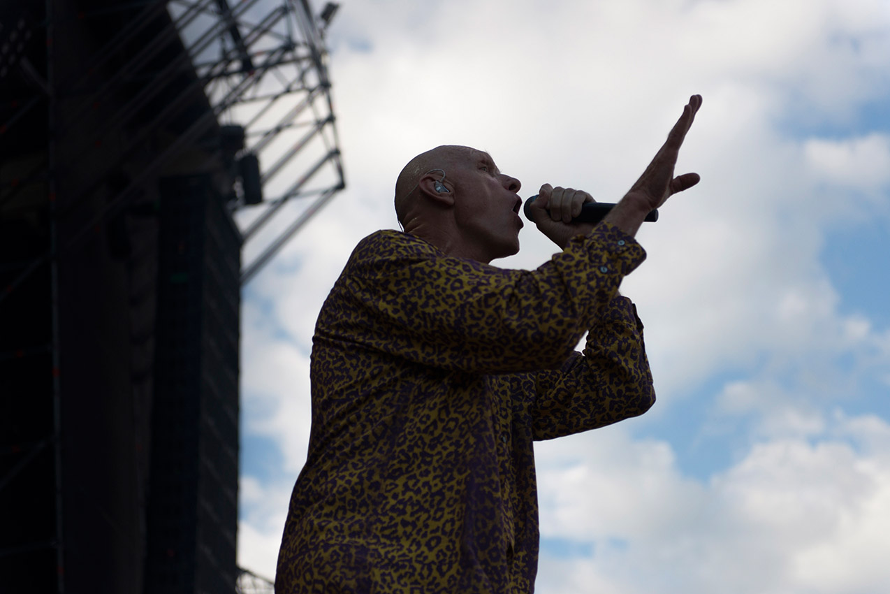 Midnight Oil singer on stage at Musilac