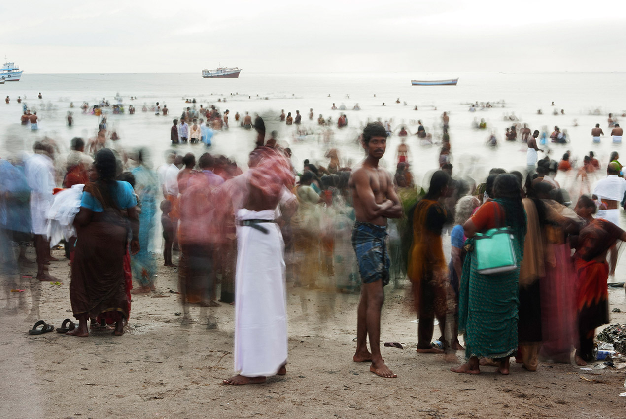 On the beach of Agni Teertham at Ramswaram, pilgrims come and go.