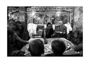The mandala is about to be destroyed at Thiksey Monastery.La mandala est sur le point d'être détruit au monastère de Thiksey.