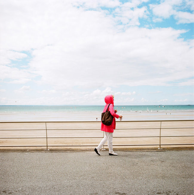 The Pink Kway Woman. La femme au kway rose.