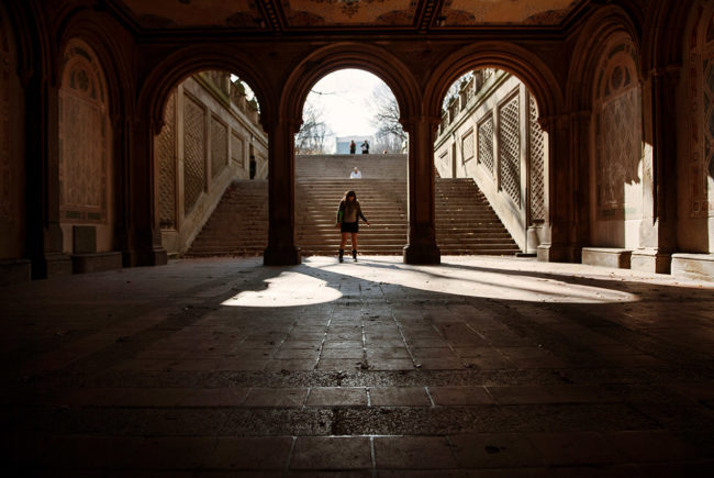 The young woman under the arch of Central Park.