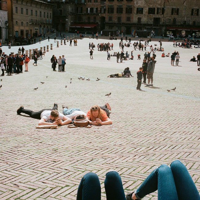 The three tourists piazza del Campo of Siena