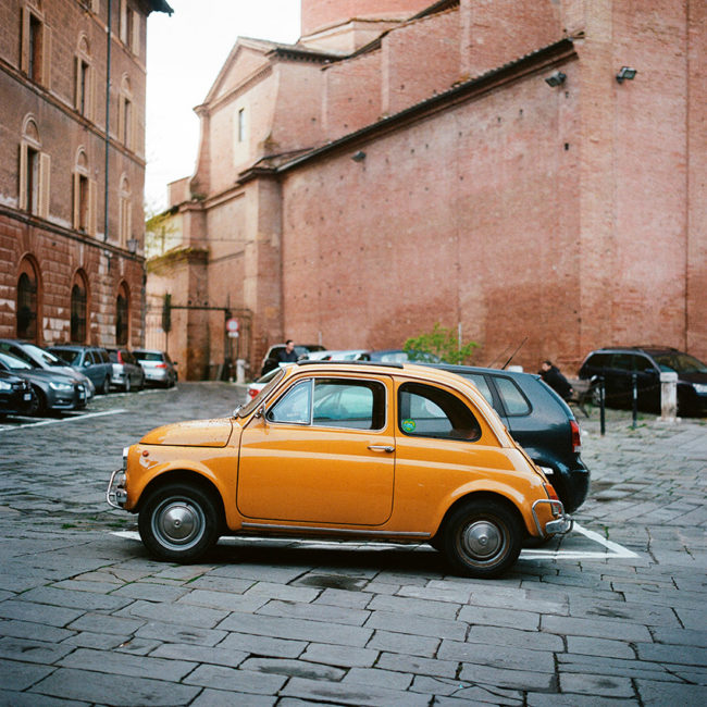 The Siena's ocher Fiat 500