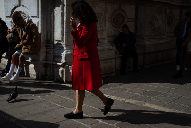 The woman in red in Venice. La femme en rouge de Venise.