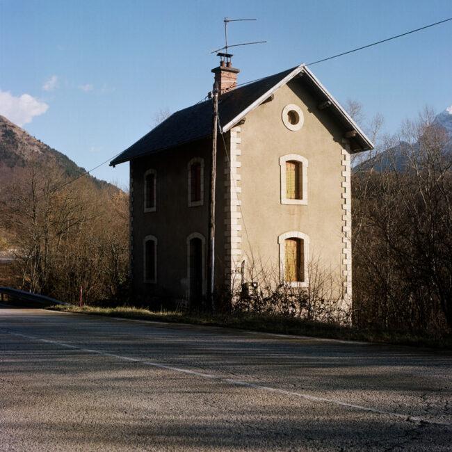 A typical house on the side of Napoleon's road.Une maison typique sur le bord de la route de Napoléon.