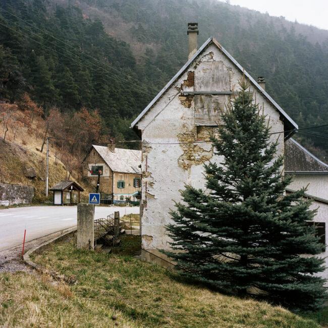 The old abandoned house of Quet-en-Beaumont.La vieille maison à l'abandon de Quet-en-Beaumont.
